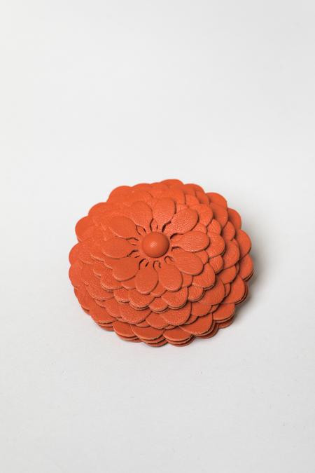 Оранжевая брошь для сумки